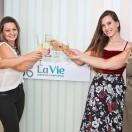 Na foto, a Drª Michele Wolf Pimentel com a psicóloga Leticia Giuradelli, a nutricionista Natana Angelino e a secretária Cinha.