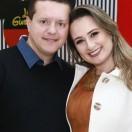 Os votos de felicidades e muita prosperidade ao empresário Everton da Silva, pela passagem de seu aniversário neste mês de abril. Na foto, com a esposa, a dentista Francini.