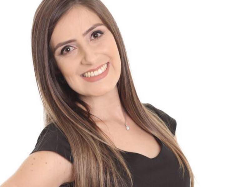 Os votos de muito sucesso em sua carreira profissional à Samara Scheffer Pereira, que colou grau no último sábado, 5, e celebrou com familiares e amigos sua formatura no curso de Direito pela Unisul de Florianópolis.